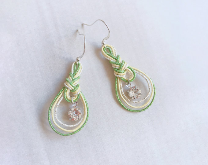mizuhiki-earrings-with-a-briliant