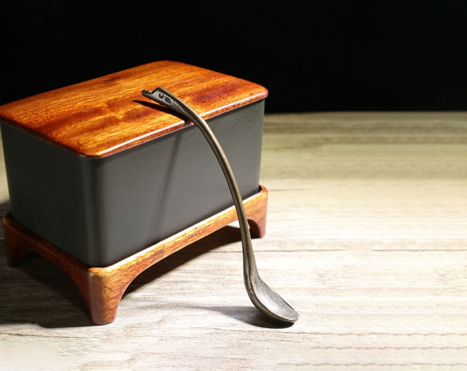 she-ink-stone-handmade-with-wooden