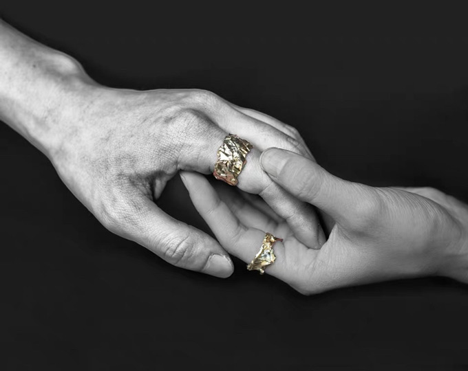 the-couple-rings-golden-and-sliver
