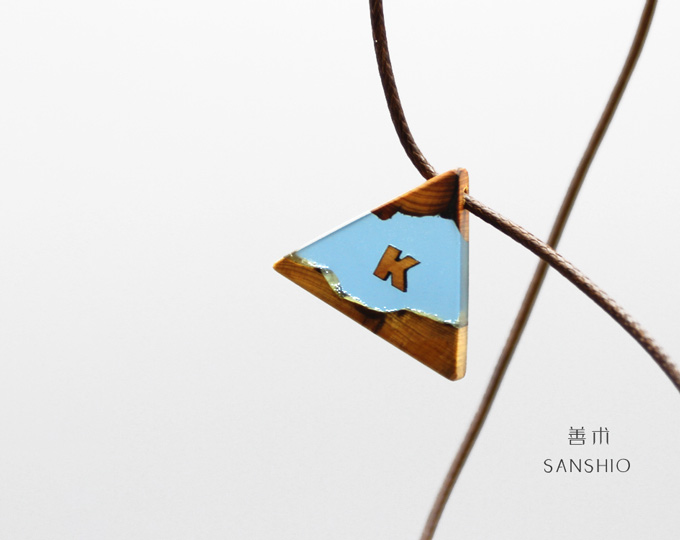 handmade-resin-and-wood-pendant