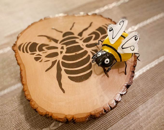 mandala-bee-living-edge-tabletray