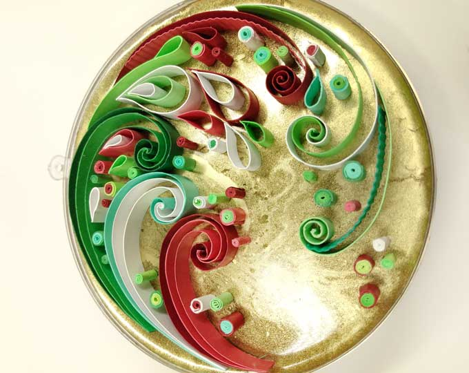 whimsical-swirly-quilled-ornament