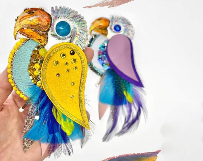 brooch-parrot A