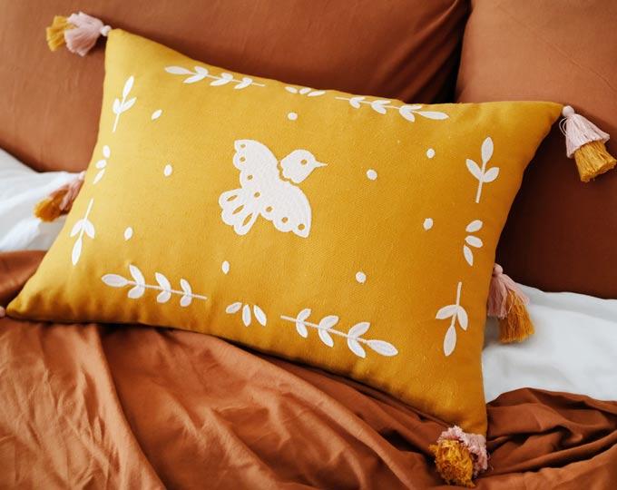 emboridery-cushion-and-pillows B