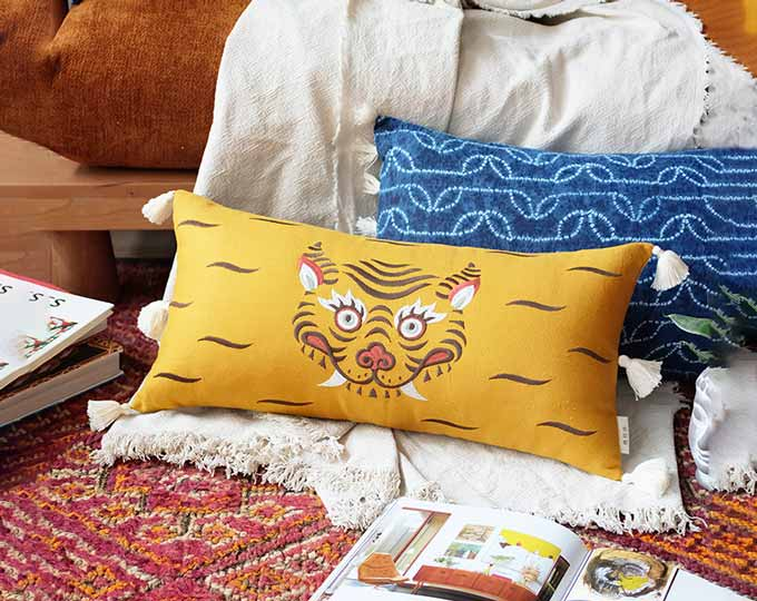 emboridery-cushion-with-original