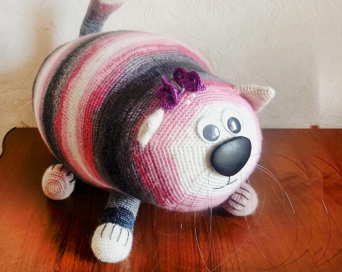 big-knitted-toy-cat-knitted-soft