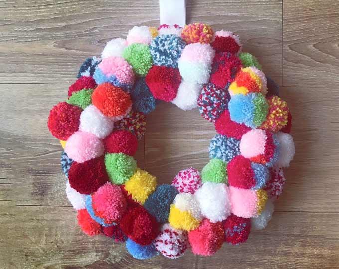 multicolored-pompom-wreath