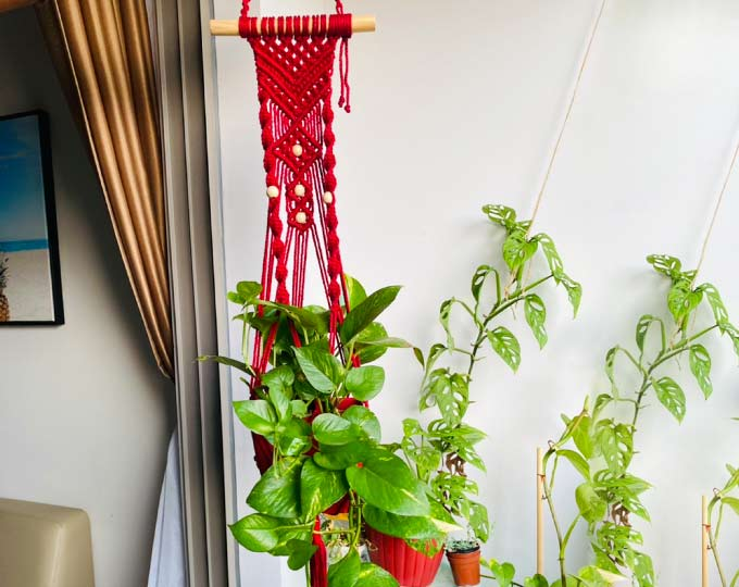 redwhite-beads-plant-hanger