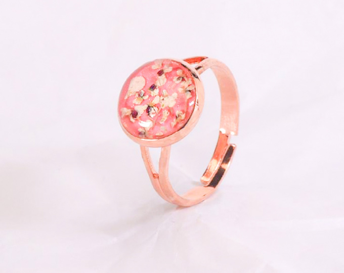 metal-gold-rose-ring-with-pressed