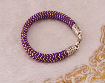 knitted-bracelet