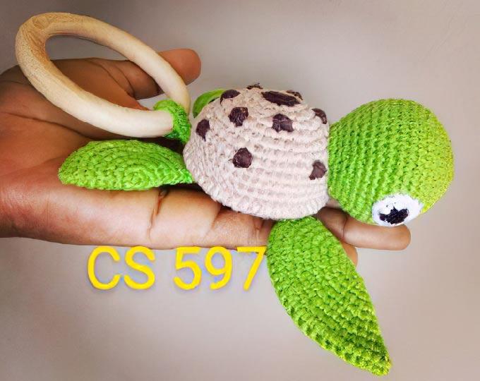 turtle-amigurumi-rattle