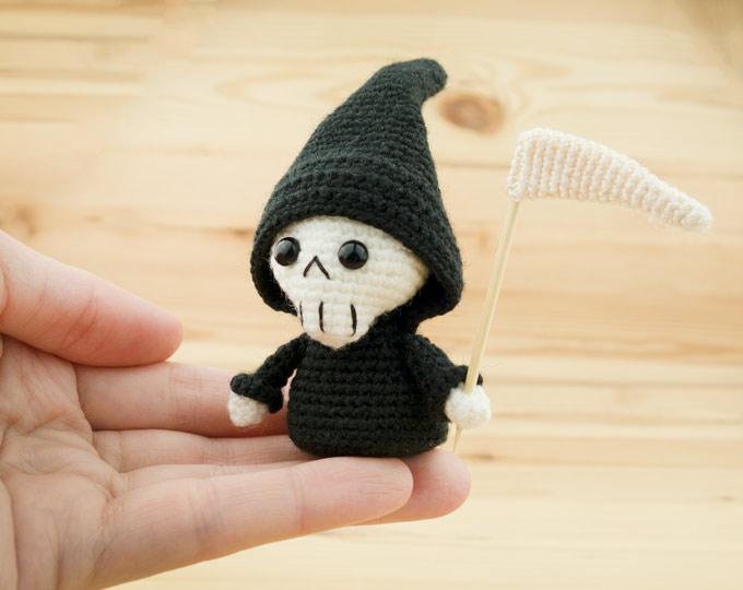Grim-reaper-creepy-doll-Horror-scu