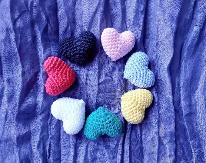 Heart-magnet-amigurumi