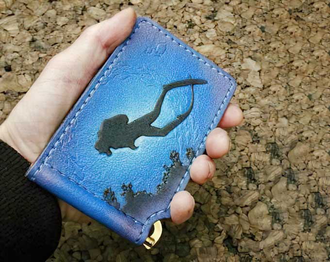 leather-wallet-with-diver-and-gold