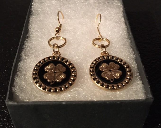 lnj-gold-flower-earrings