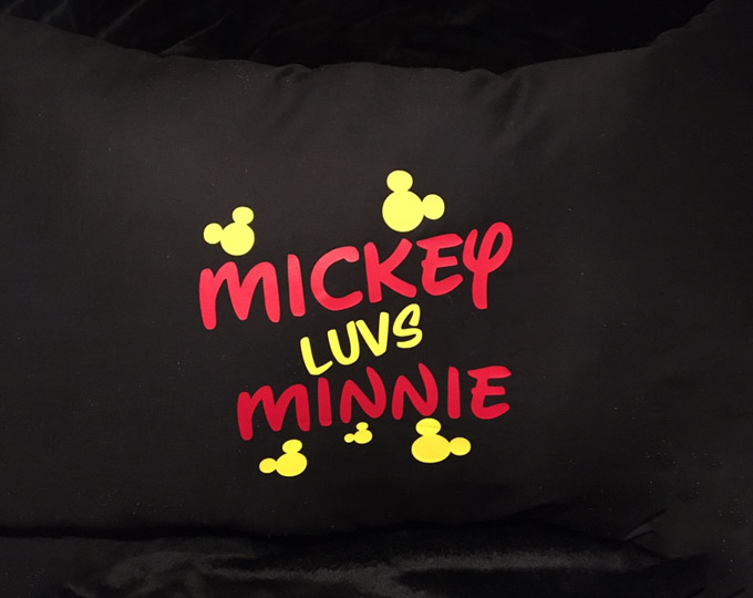 mickey-minnie-mouse-pillow