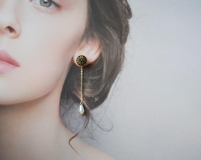 simple-gold-antique-button A