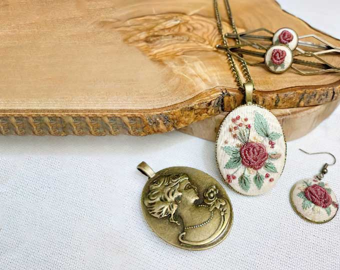 embroidered-necklace